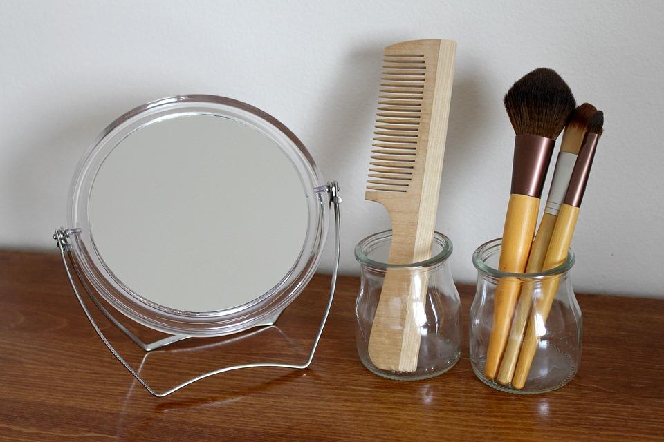 Peine y brochas de bambú