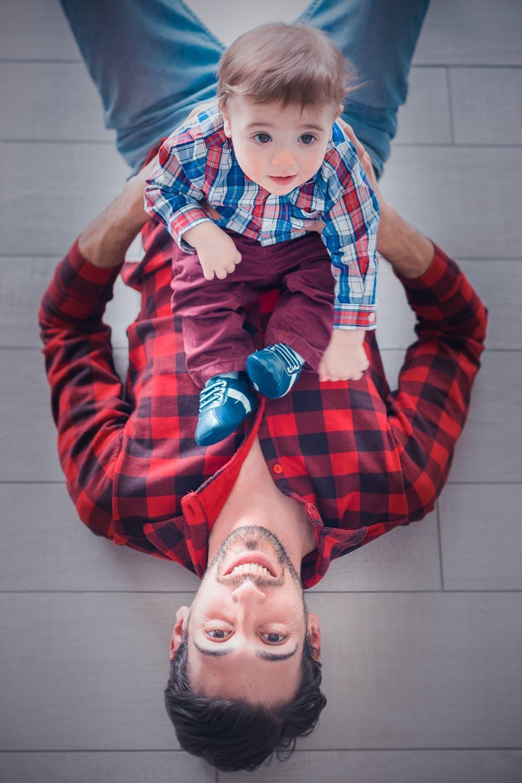 papá y hijo