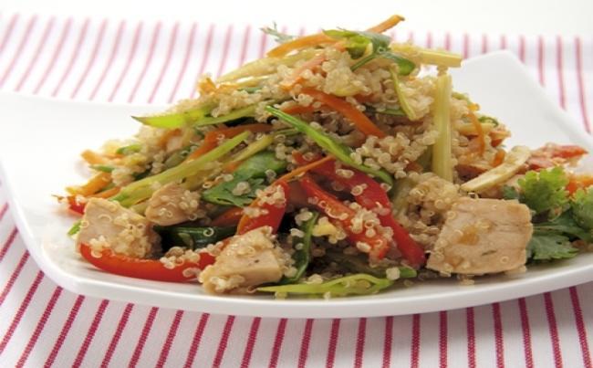 C mo se prepara la ensalada de quinoa y pollo recetas for Como se cocina la quinoa para ensalada