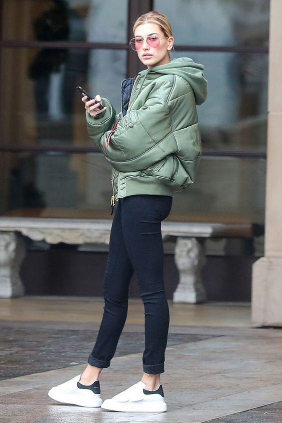 Hailey Baldwin con leggins