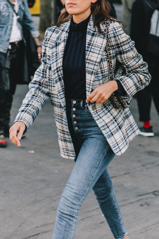 jeans tiro alto con blazer