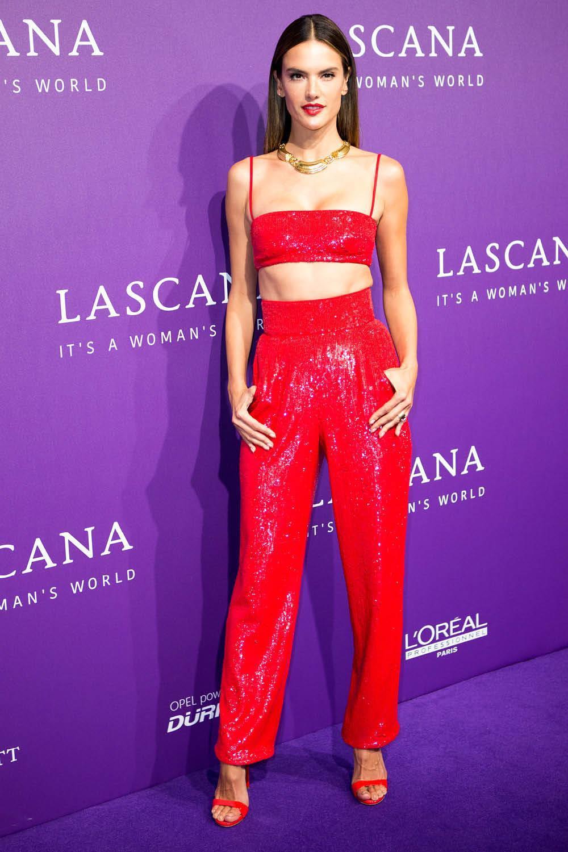 crop top y pantalón rojo
