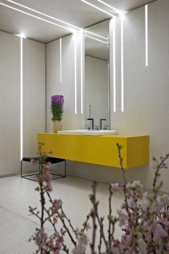 Cuarto de baño iluminado con luces led stripe o en cinta.