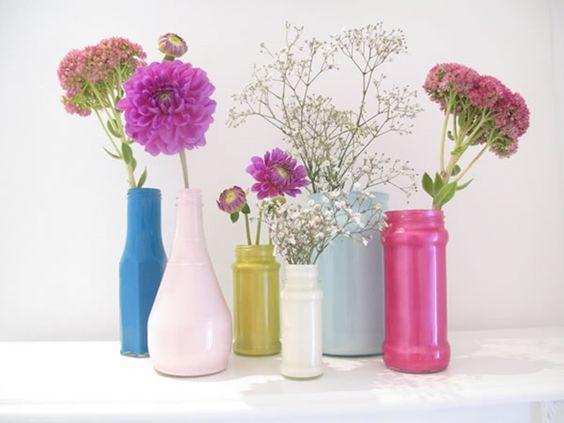 DIY con botellas vidrio y otro material para florero