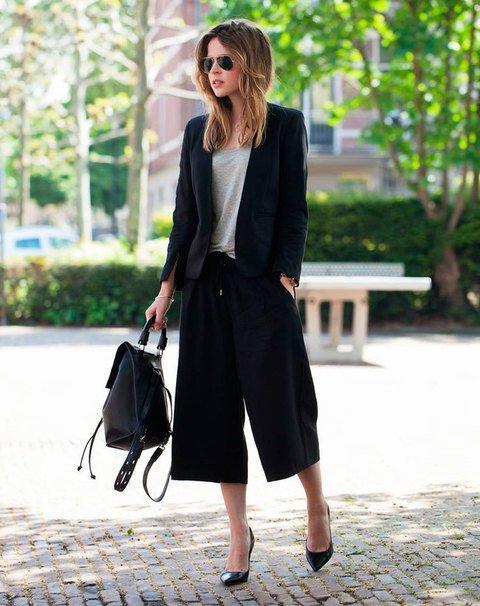 pantalones anchos con stilettos