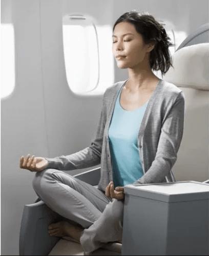 Yoga en el avión