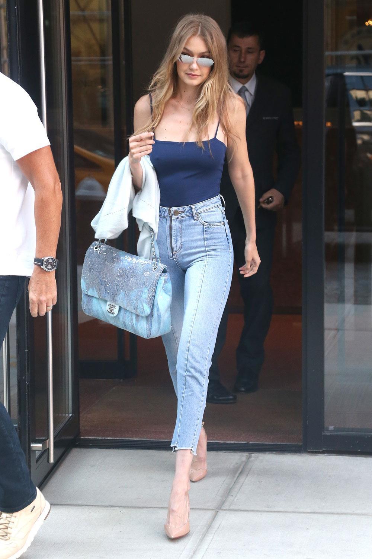 jeans de cintura alta con estilettos