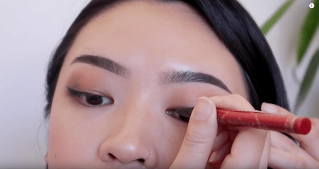 tipos de delineado tips de maquillaje para ojos rasgados