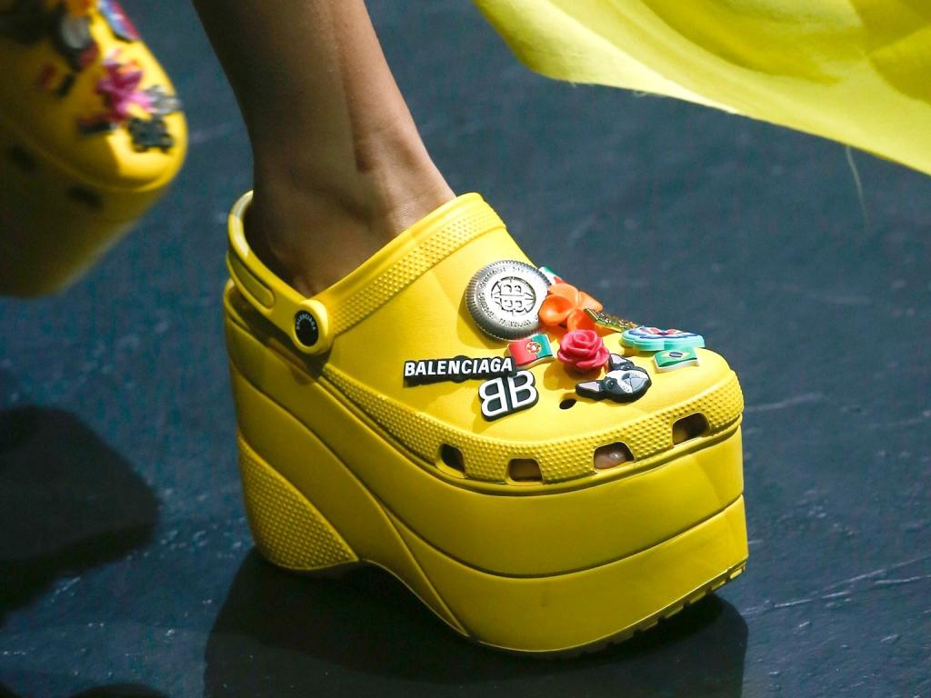 zapatos balenciaga crocs tendencias