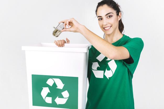 mujer reciclaje