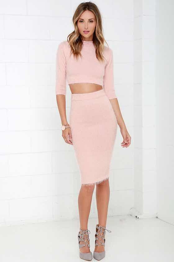 falda lápiz y crop top rosado