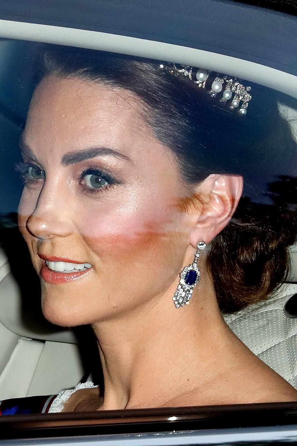 kate middleton estilo de moda outfit tiara lovers knot